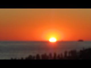IBIZA Sunset. Огромное колличество людей едут на ибицу чтобы проникнуться в клубную культуру и посмотреть на знаменитых DJ, так же увидеть самый красивый закат солнца. Мне тоже довелось))) ибица, cafe del mar.