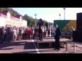 Никита Джигурда поёт детские песни на стальной битве