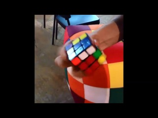 Сборка кубика одной рукой на скорость