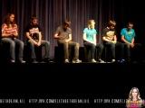 Elizabeth Lail: Концерт в средней школе Эшборо, Нью Йорк: руки и ноги