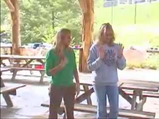 Elizabeth Lail: Элизабет и Лорен поют (2005)