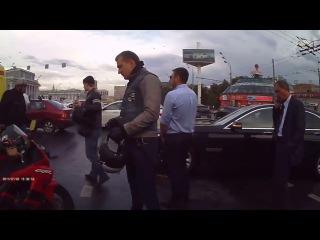 На Садовом кольце произошло ДТП с участием мотоциклиста и автомобилем