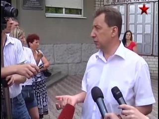 Родители курсантов митингуют у университета МВД в Луганске