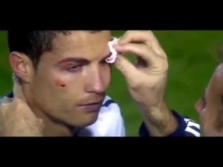 Кристиано Роналдо избили на поле