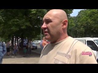 Таксист рассказывает о гибели журналистов, позже его слова о том, что их отличали только бейджики и вместе с ними погибла группа бойцов будут вырезаны на тв 5, как не подтверждаюшие версию, что стреляли прицельно именно в журналистов