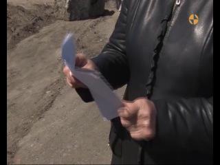 Тува. Кызыл. Опасно для жизни! Машины въезжают в дом кызылчанки 29 апреля 2014