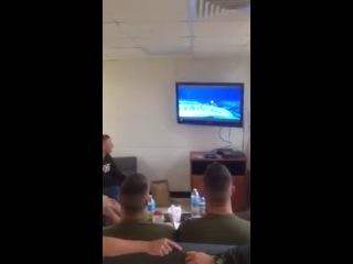 Морская пехота смотрит мультик
