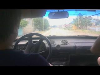 Дядя показывает мастер-класс (впервые за рулём)