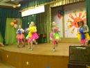 Танец с помпонами Девочки 3 Б класса;)