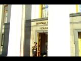 07.06.2014 Символика инаугурации Порошенко - Во время прохождения инаугуранта вдоль торжественного строя, боец караула потерял сознание, выронил карабин, закачался и упал.