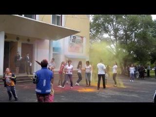краски на дне молодежи в Ситне-Щелканово