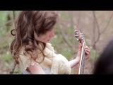Дети играют, а маленькая девочка поёт песню: