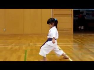5-летняя каратистка!