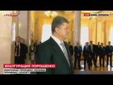 Петр Порошенко принял присягу и вступил в должность президента Председатель Конституционного суда вручил Порошенко символы государственной власти: эталонный образец гербовой печати, булаву и знак президента.