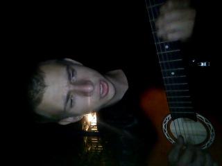 Илья, Серега и Санек поют песню под гитару