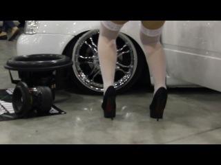 Авто-выставка в Крокус-Экспо 2014 Танец блондинки Московский международный автосалон 2014 (ММАС Крокус Экспо Москва)