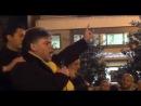 Carabiniere sale sul palco del Movimento e...