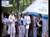 Омичам предложили сыграть шуточные свадьбы в традициях и костюмах разных народов
