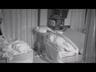 Гобозов в женской спальне.