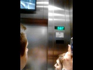 Москва.Подъем на лифте в Останкинскую Телебашню.