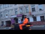 Просто чувак в маске смерти с веслом на мотоцикле. Ничего необычного для Ярославля.
