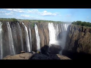 Водопад Виктория, Зимбабве. Одно из 7 чудес мира природы. Высотой более 100 метров и шириной почти 2 километра. Я сделал этот фильм на 24 декабря 2013 г. во время моей поездки в Африку. Удивительный!