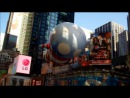 Воздушный шар B. Boy Тима Бёртона летит на параде