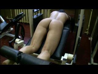 Голые девушки занимаютс спортом  в спортзале (1)