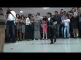 Маленький Мальчик круто танцует лезгинку