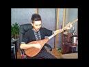 Ablajan Awut Ayup играет на уйгурском,музыкальном инструменте Dutar