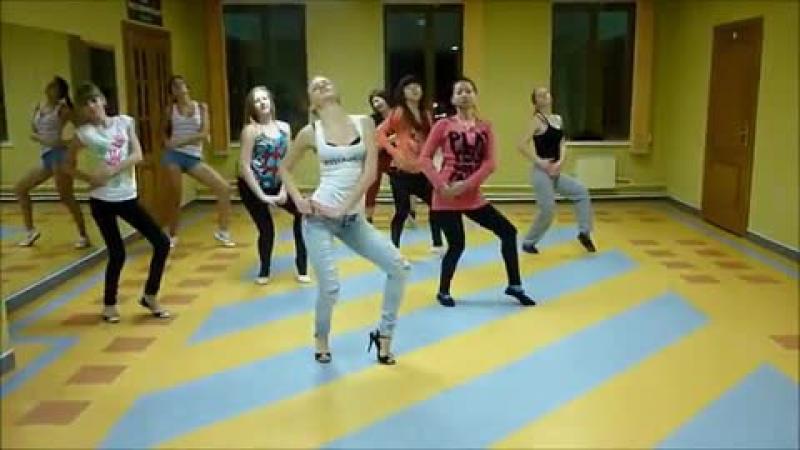 Vidmo_org_britney_spears_-_work_bitch_go-go_high_heels_choreography_by_alyona_energy__757458.1