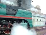 Пассажирский магистральный паровоз П36 - 0120 и грузовой магистальный паровоз Лв - 0283 с туристическим поездом № 930