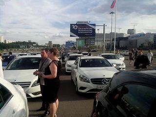 50 мерседесов от А до S класса ( 20 % от общего количества) припарковались в Москве возле CROCUS CITY