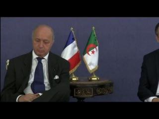 Глава МИД Франции заснул во время переговоров в Алжире