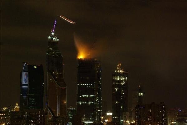Фотографии горящей башни в комплексе Москва-Сити