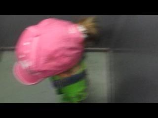 Оля в лифте: Потолок ледяной, дверь скрипучая)))