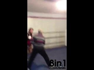 Бывший боксёр, пенсионер, решил показать на ринге молодому бойцу, чего он стоит | Old man Shows Some Major Skills! dont fuck with old people