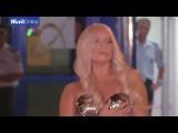 Леди Гага прилетела в Афины в стрингах и лифе-ракушка