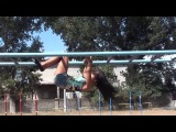 SLs Обучающе видео-) Как научиться делать продольнвй шпагат на турнике вниз головой Даяна Ерёмина;)