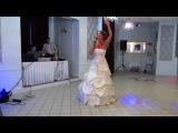 Свадебный подарок жениху от невесты. Невеста читает рэп.