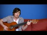 Парень играет музыку из мультиков, 32 песни за 8 минут на гитаре.