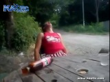 Пьяному украинцу кинули пень в голову