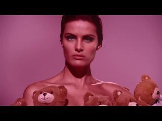Изабели Фонтана в видеокампании Moschino TOY