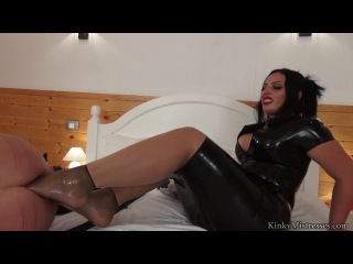 Mistress ezada sinn - foojob and foot fisting 2