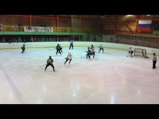 (Северная Звезда 3:2 Пингвины) Артем Ярлыков(88) забивает гол и этим голом сокращает счет до минимума (1:2).Это его 5 гол
