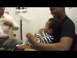 Вот как нужно делать прививки детям )))