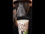 Голая Ким Кардашьян готовит кофе