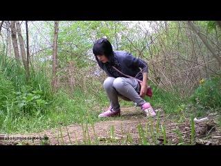 Скрытая камера девушка писает в лесу решилась дать