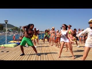 Турция- танцы на пирсе