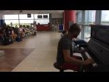 Пианист в аэропорту играет К Элизе 12 разными стилями и музыку из Титаника_HIGH